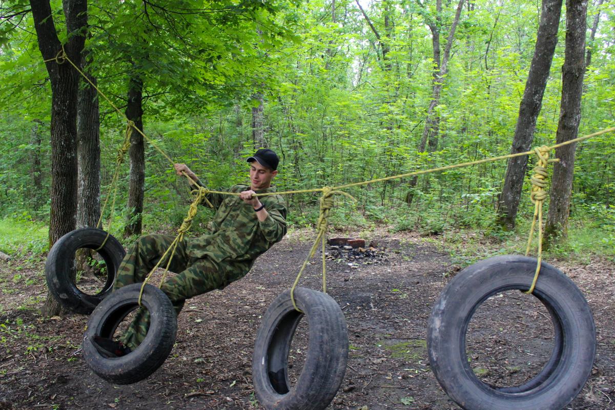 В Луганске прошёл военно-спортивный квест «Дорога домой», посвящённый Дню России 1