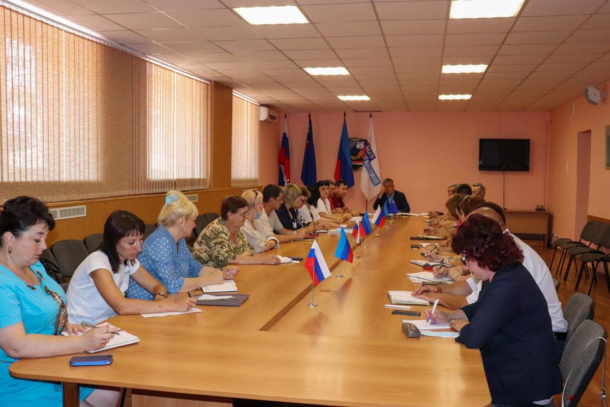В Перевальске представители ОД «Мир Луганщине» провели заседание