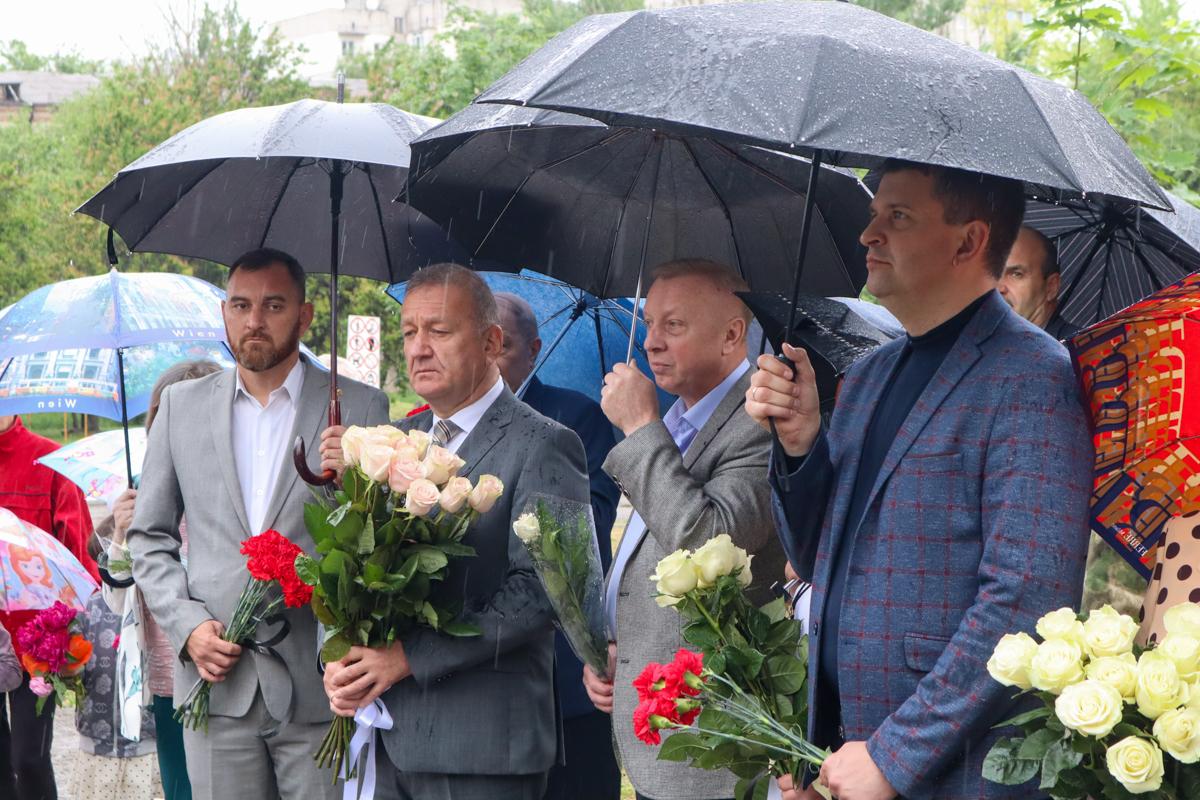 В Международный день защиты детей в Луганске почтили память детей, погибших от украинской агрессии 2