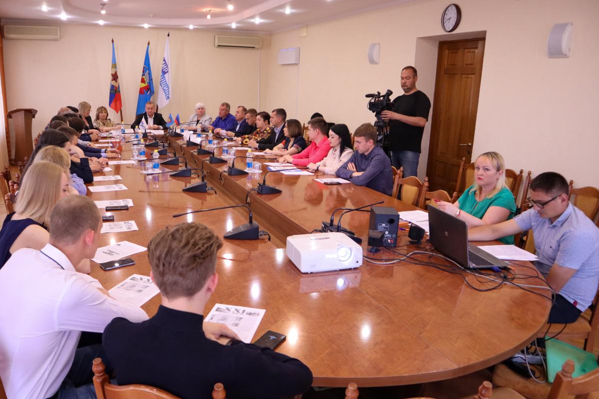 Встреча с очевидцами последствий авиаудара ВСУ прошла в Луганске