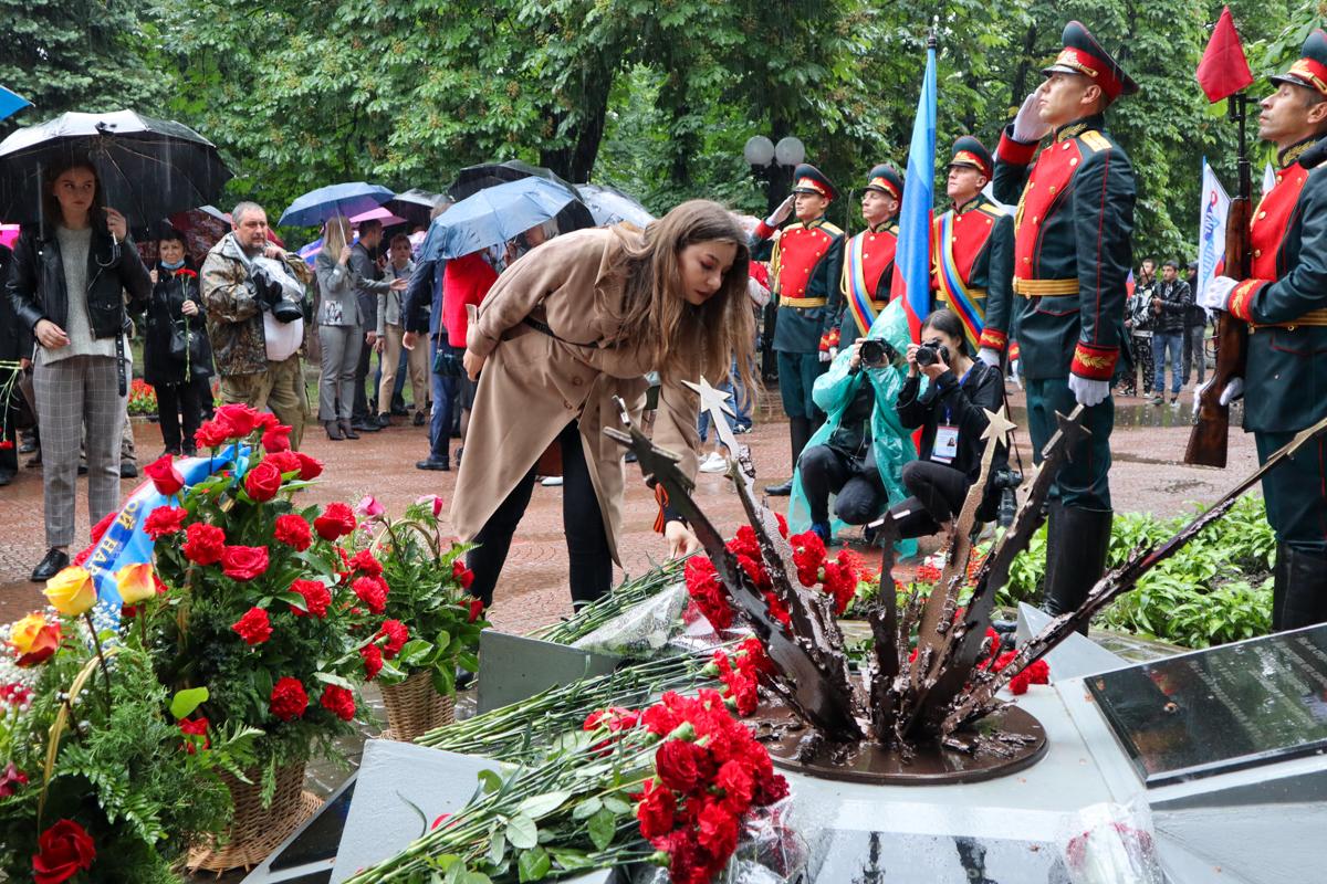 Руководство ЛНР, представители власти и общественники почтили память жертв авиаудара 2 июня 2014 года 6