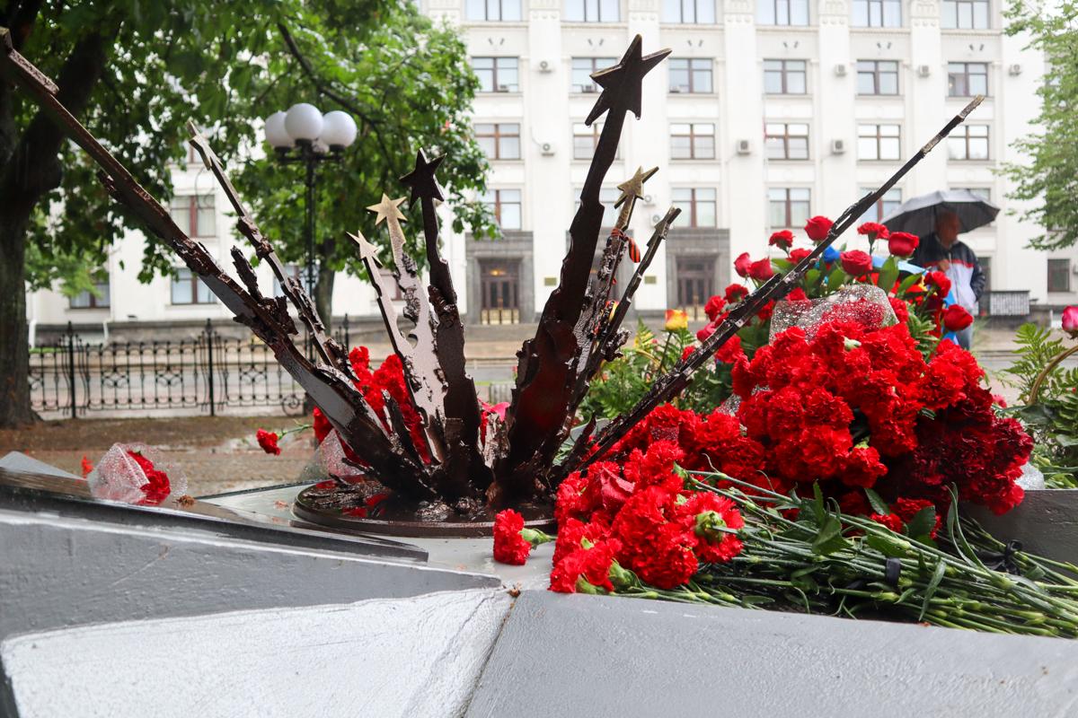 Руководство ЛНР, представители власти и общественники почтили память жертв авиаудара 2 июня 2014 года 7