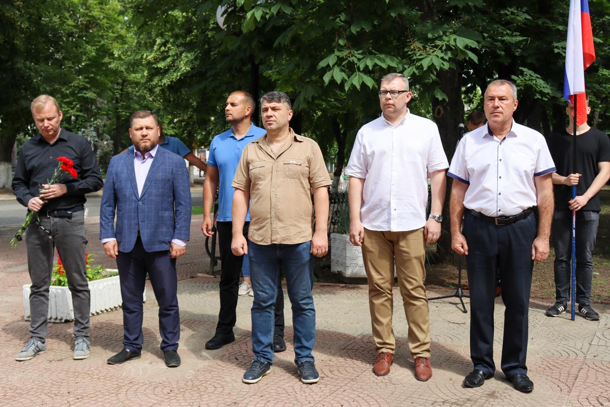 В ЛНР почтили память российских журналистов, погибших из-за миномётного обстрела со стороны ВСУ в 2014 году 1