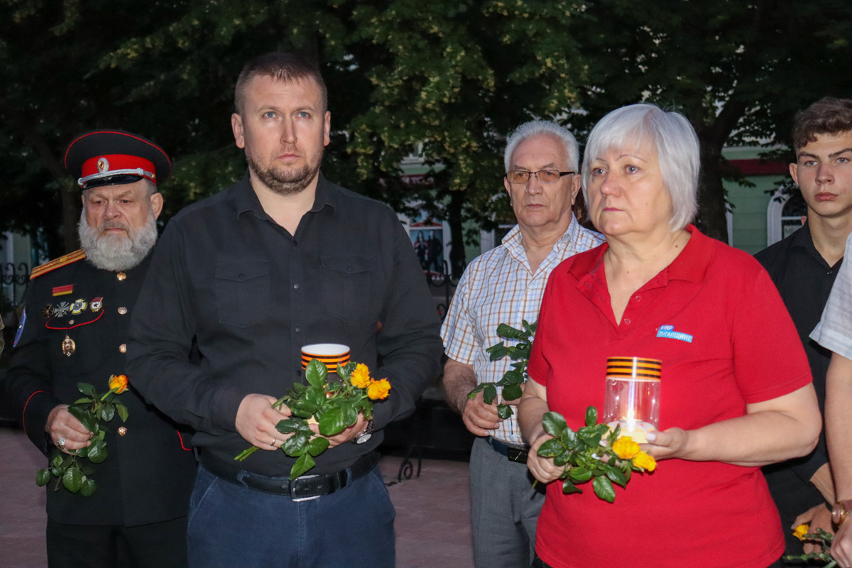 В ЛНР на рассвете почтили память погибших во время Великой Отечественной войны 2