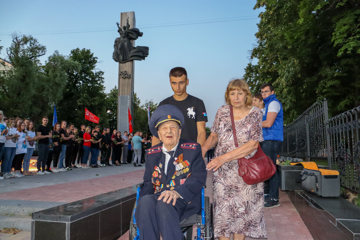 В ЛНР на рассвете почтили память погибших во время Великой Отечественной войны 5