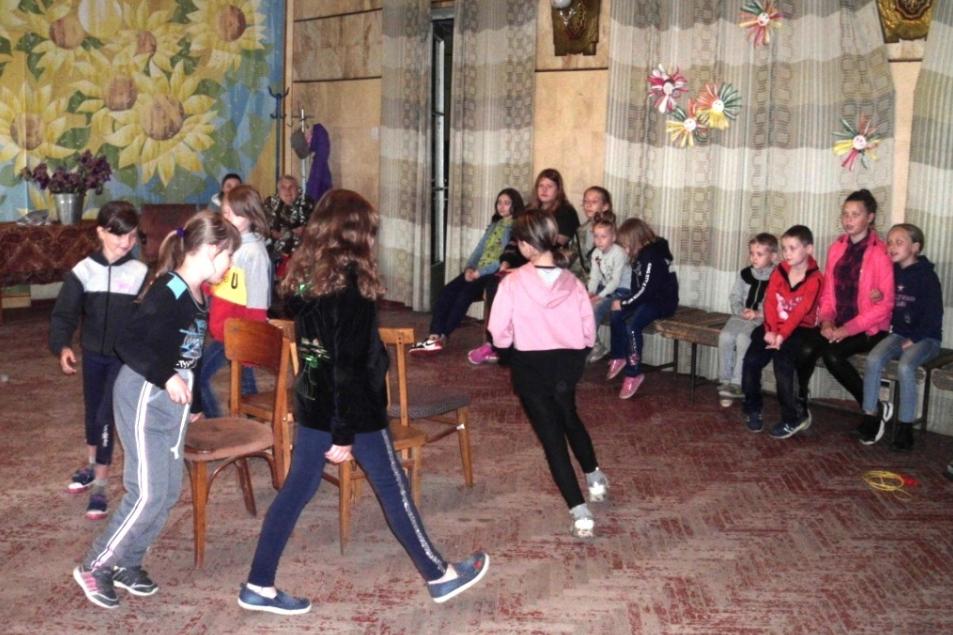 Детей поздравили с Международным днём защиты детей в разных городах ЛНР 18