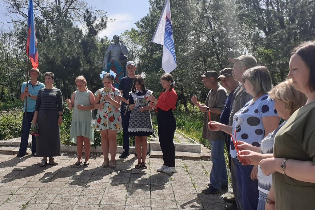 В поселке Крепенский Антрацитовского района провели митинг-реквием «Зажги свечу» 1
