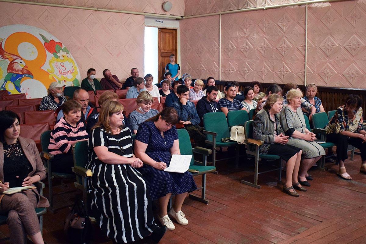 В рамках проекта «Парламентский час» депутаты Народного Совета ЛНР провели встречу с жителями Калиново 2