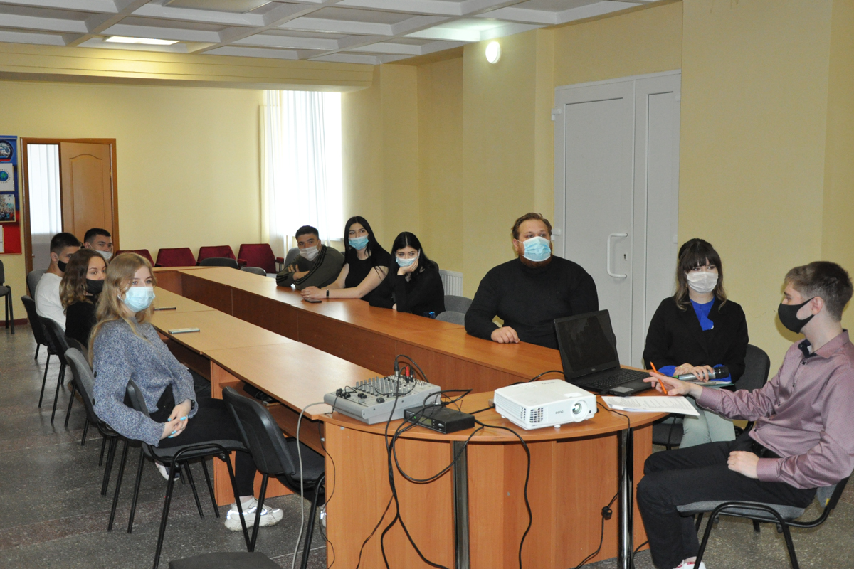 В Стаханове состоялась встреча, посвященная Дню русского языка и творчеству Александра Пушкина