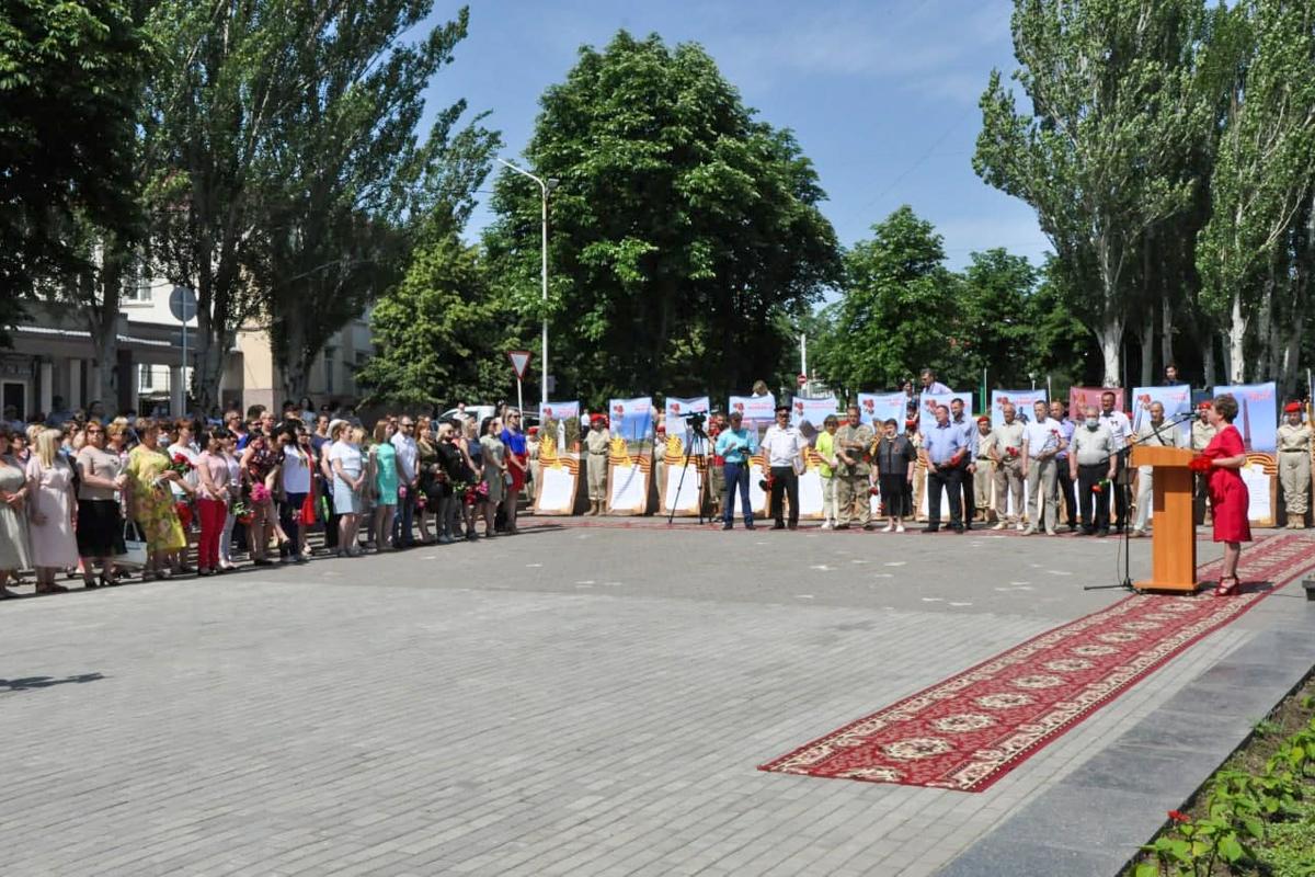 В Стаханове активисты почтили память погибших во время Великой Отечественной войны 2