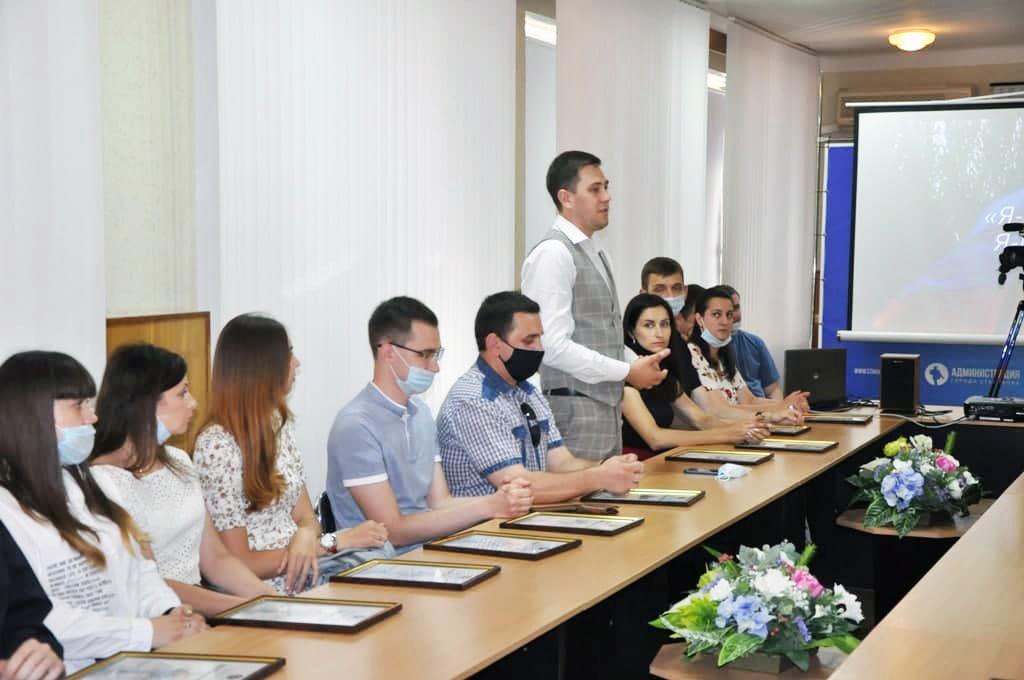 В Стаханове прошла встреча с активной молодежью 4