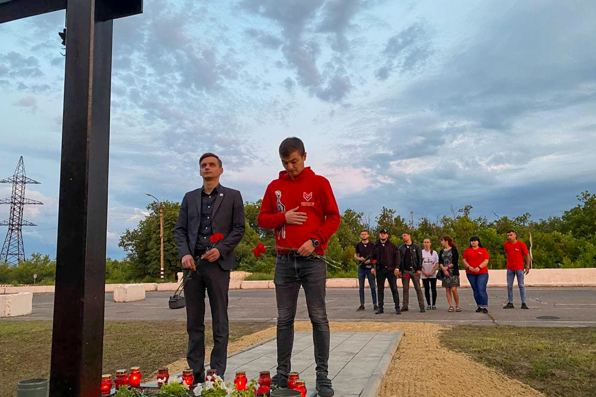 Представители ОД «Мир Луганщине» на рассвете почтили память российских журналистов Игоря Корнелюка и Антона Волошина