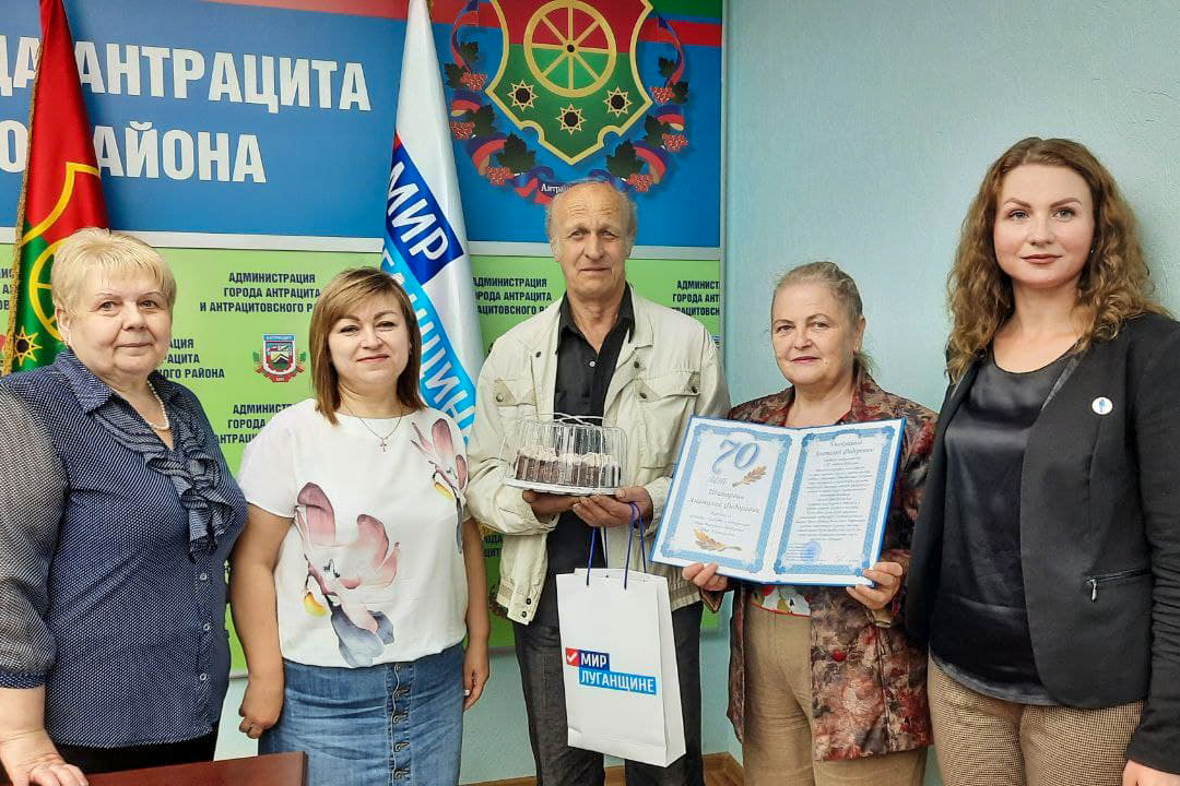 В Антраците поздравили активиста проекта «Забота о ветеранах» с 70-летием