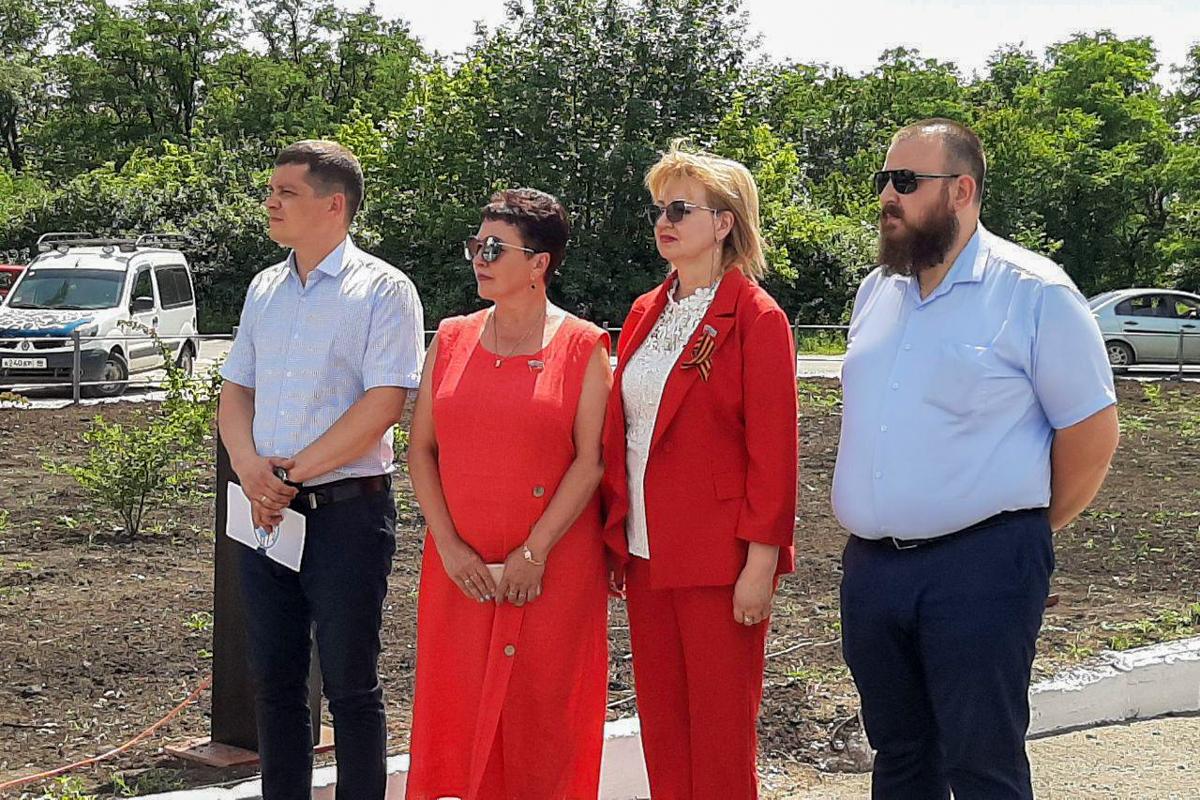 Депутаты приняли участие в открытии «Аллеи Славы» в Луганске