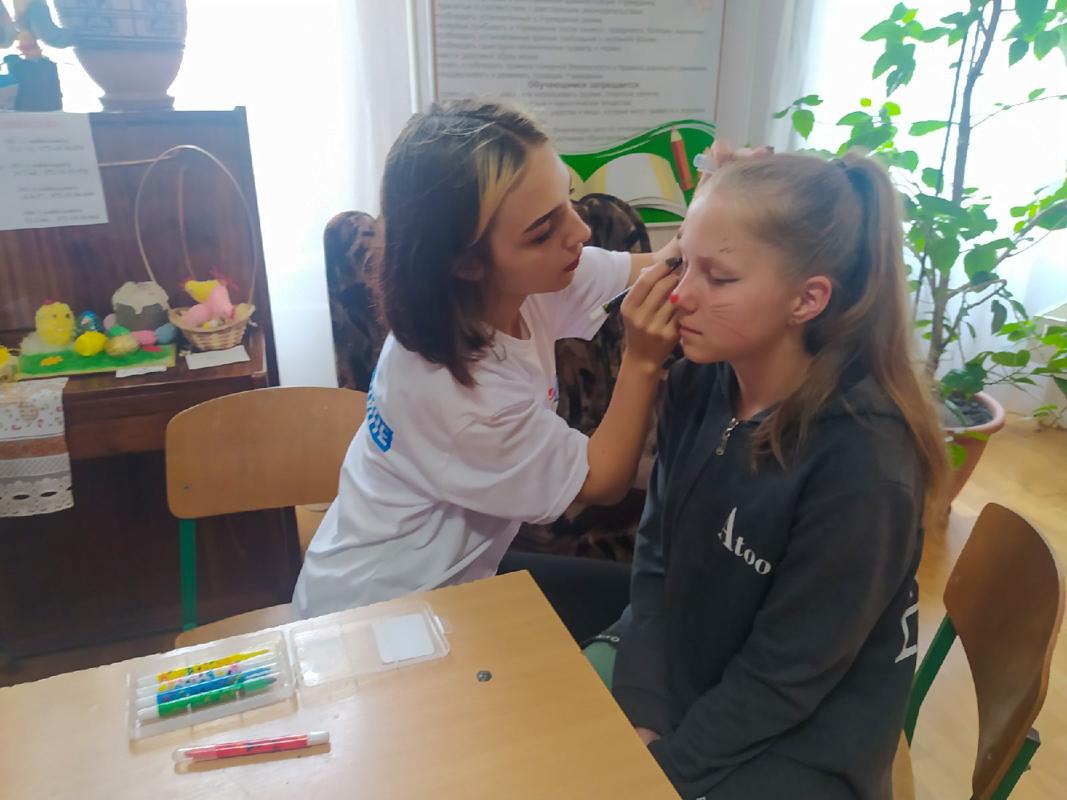 Детей поздравили с Международным днём защиты детей в разных городах ЛНР 10