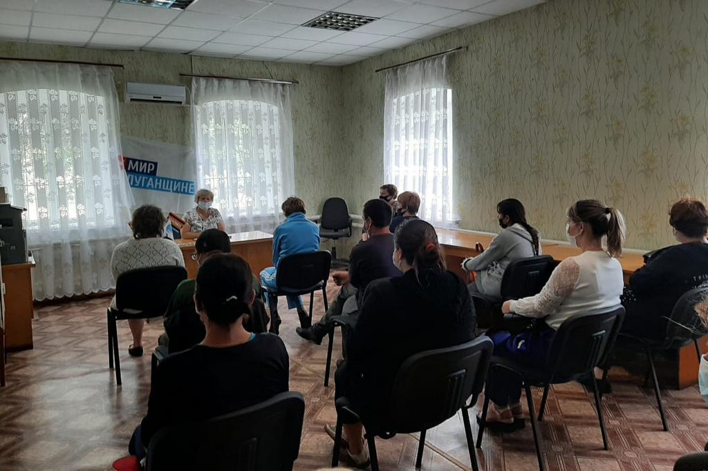 В поселке Софиевский прошла встреча председателя первичного отделения ОД «Мир Луганщине» с активистами 1