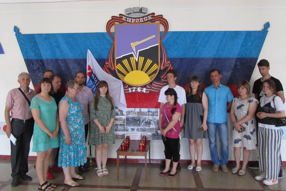 В городах и районах ЛНР почтили память жертв авиаударов по станциям Старая и Новая Кондрашевская 8