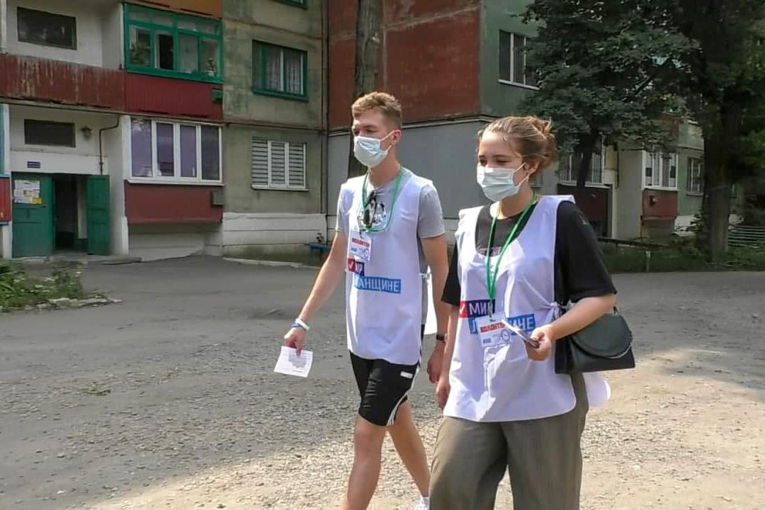 В рамках акции «Рука помощи» активисты помогли двум жительницам Кировска