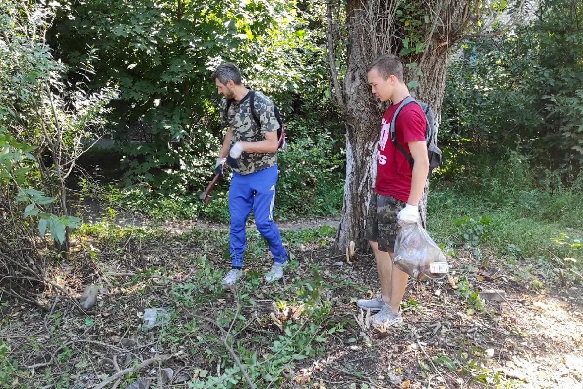 В Ровеньках активисты провели субботник