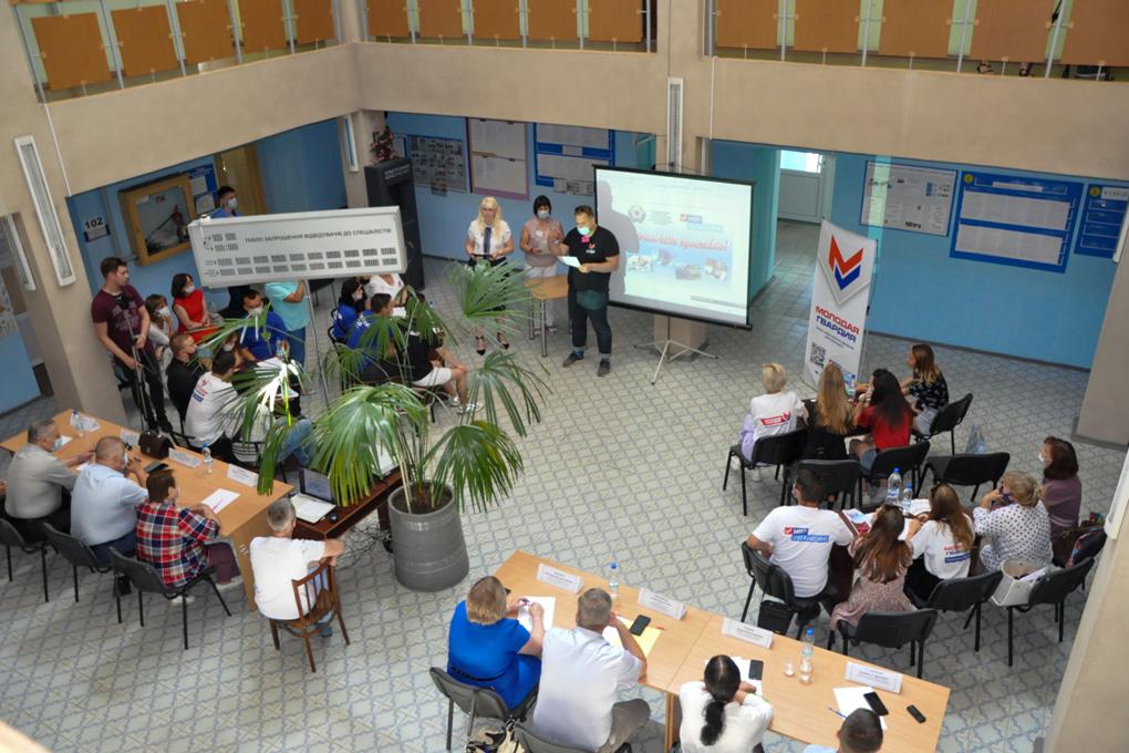 В Стаханове состоялась встреча молодежи с представителями рабочих профессий