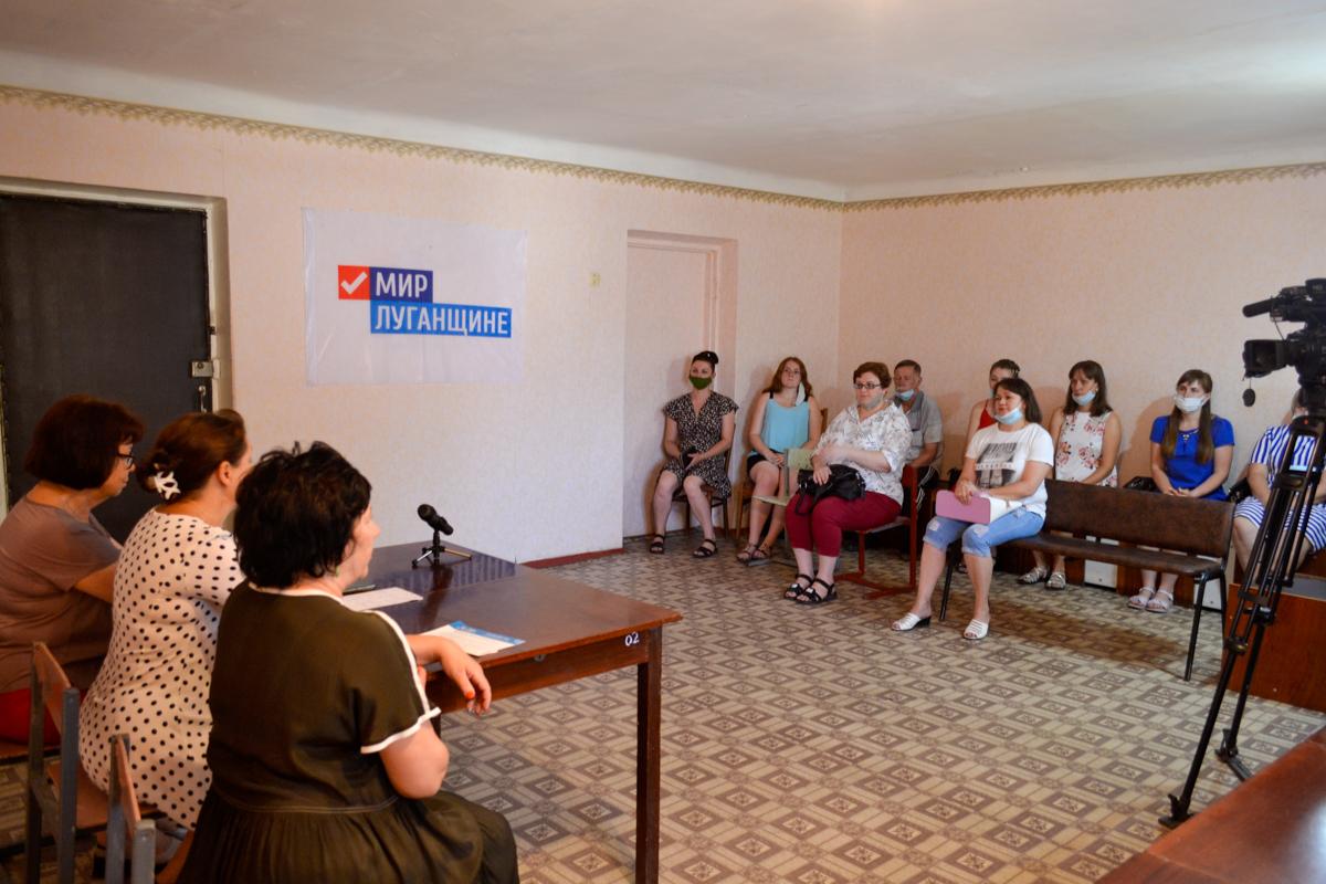 Активисты получили билеты участников в Ровеньках