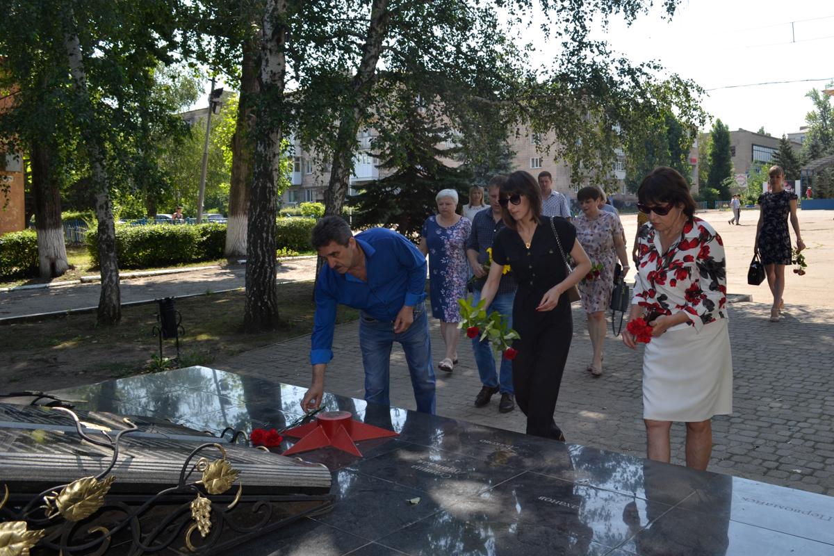 В городах и районах ЛНР почтили память жертв авиаударов по станциям Старая и Новая Кондрашевская 2