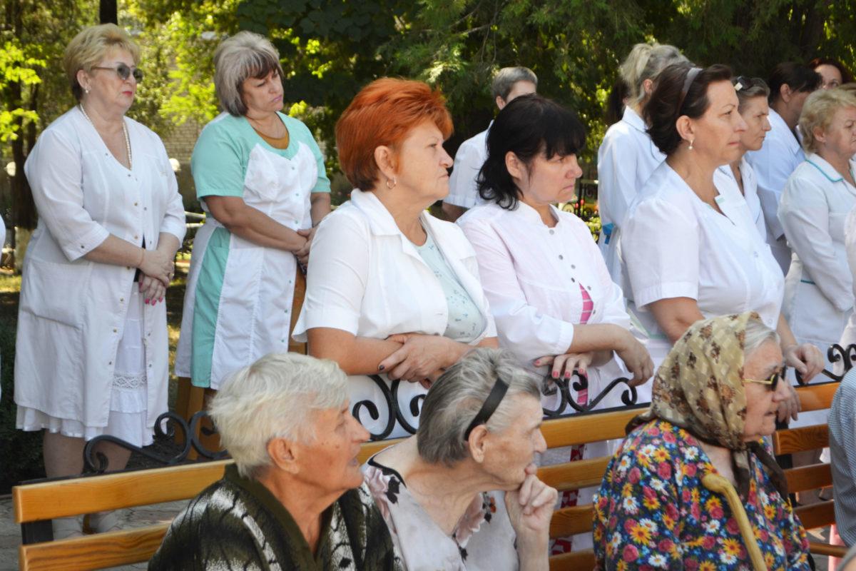 В Луганске почтили память погибших от обстрелов ВСУ подопечных гериатрического интерната 6