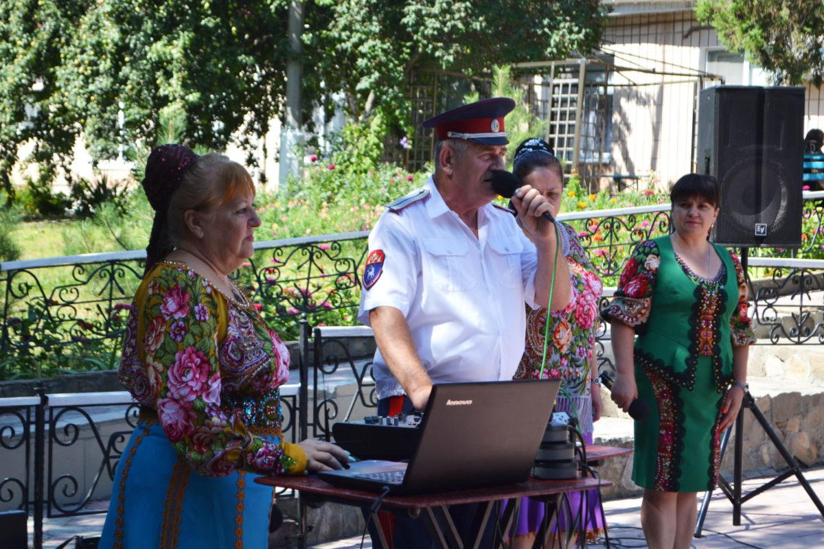 В Луганске почтили память погибших от обстрелов ВСУ подопечных гериатрического интерната 9