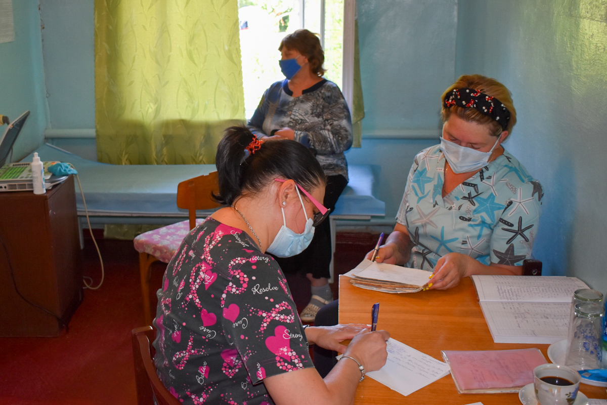 Медики из Луганска провели выездной приём для жителей жилмассива Краснополье Брянки 2