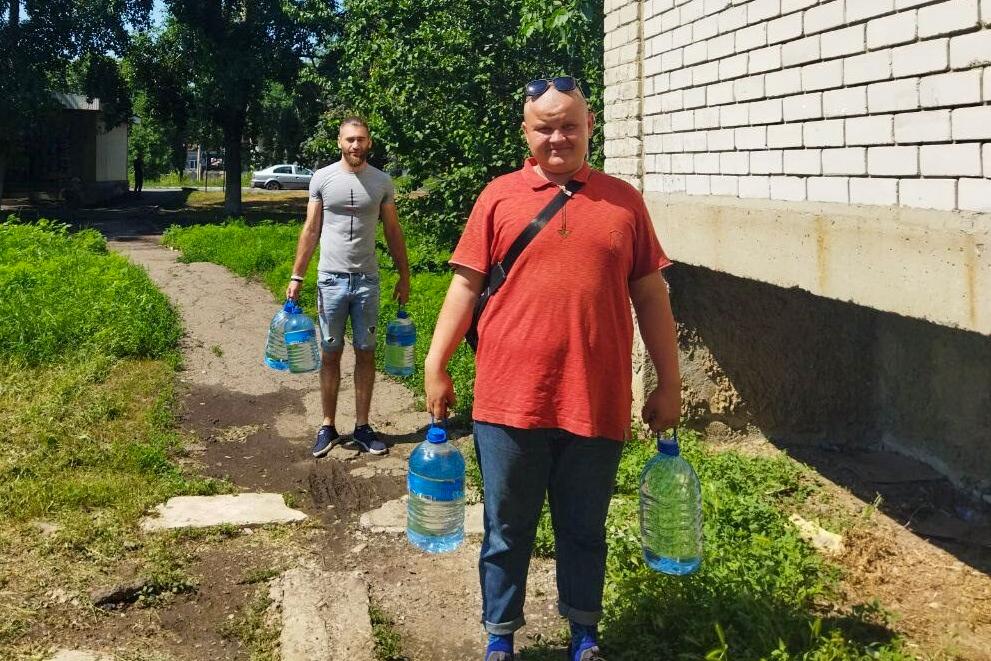 Волонтёры акции «Рука помощи» помогли пенсионерке из города Ровеньки