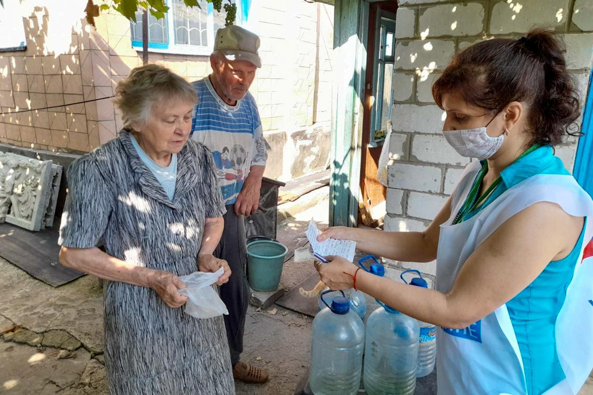 В рамках акции «Рука помощи» волонтёры Краснодона помогли семейной паре 1