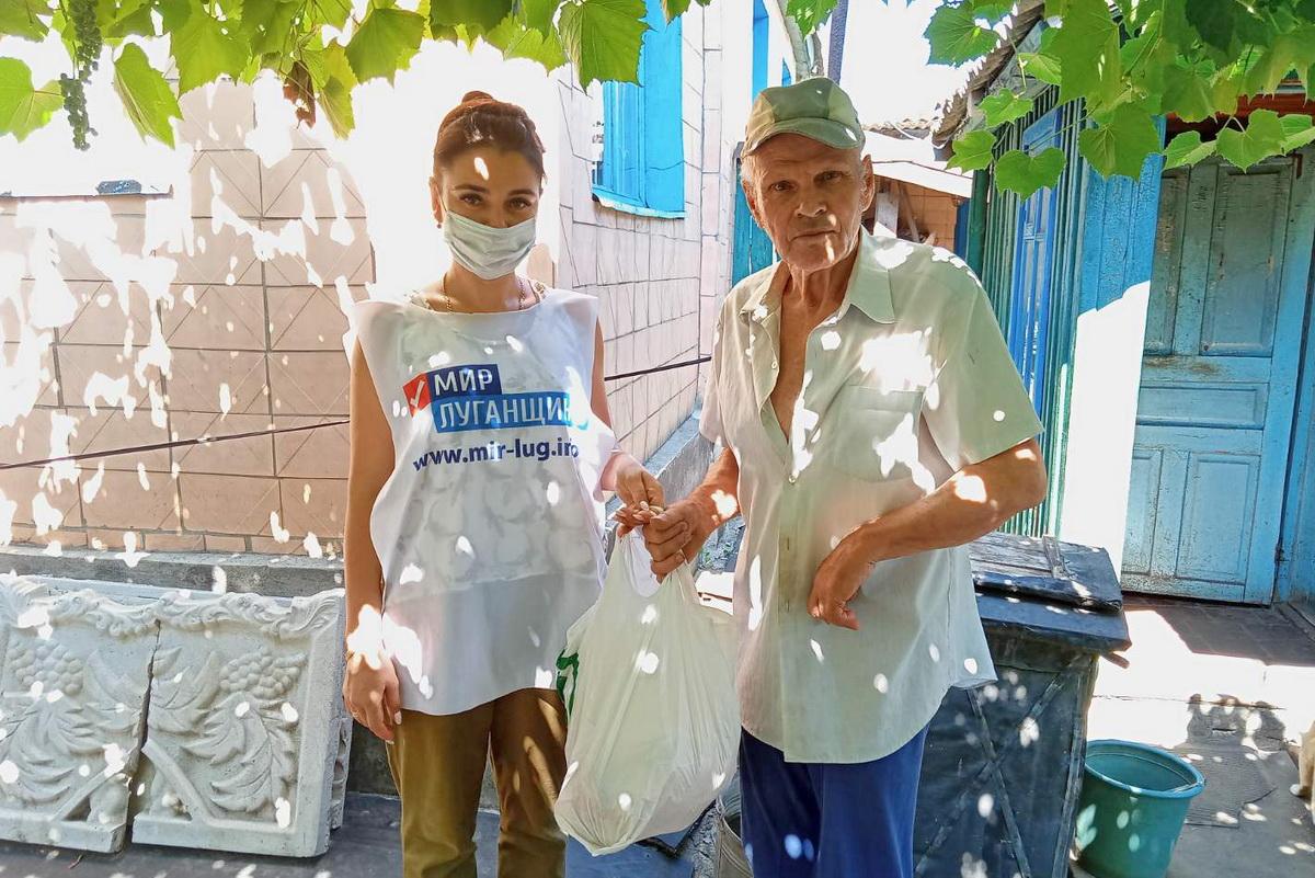 В рамках акции «Рука помощи» волонтёры Краснодона оказали помощь пожилым гражданам