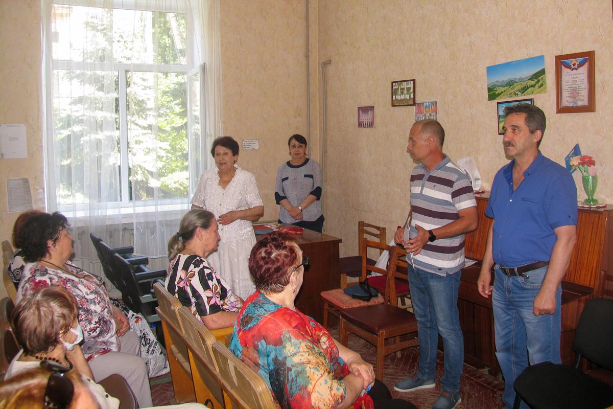 С активистами первичного отделения движения встретился руководитель исполкома Лутугинского теротделения ОД «Мир Луганщине»