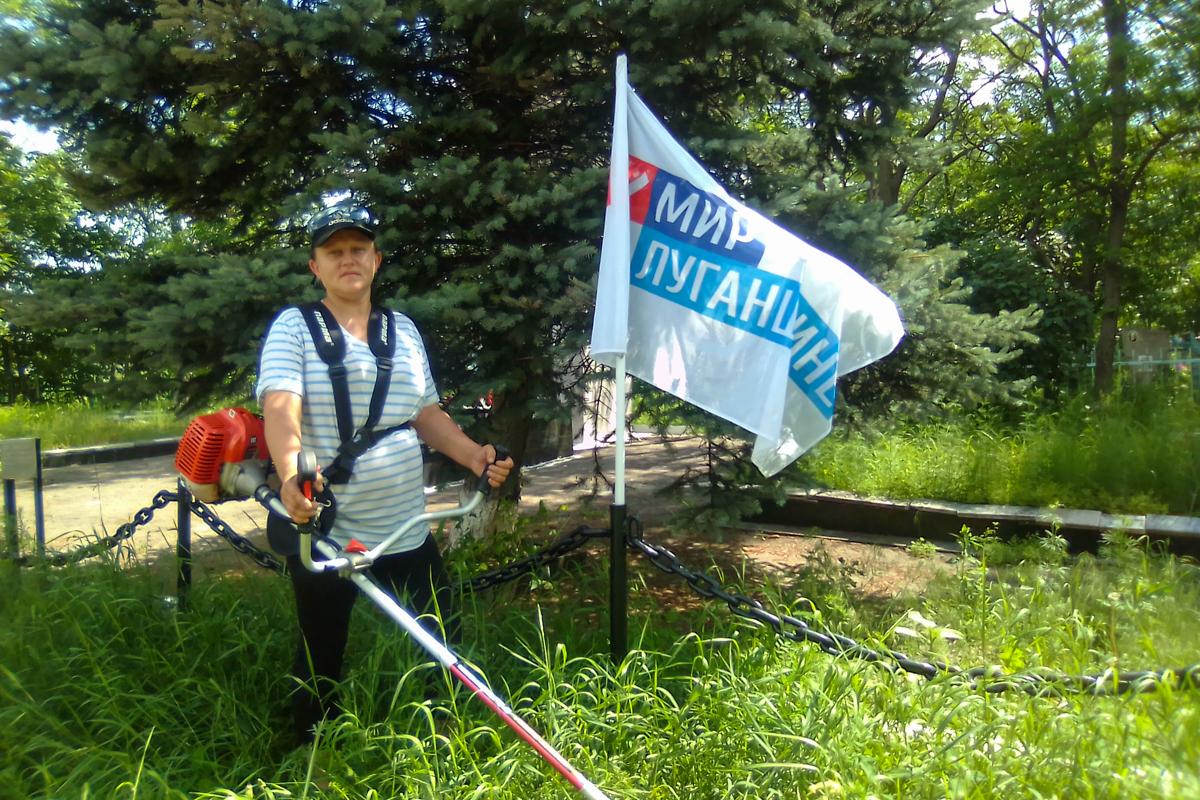 Активистка Краснодонского района привела в порядок братскую могилу советских воинов 1