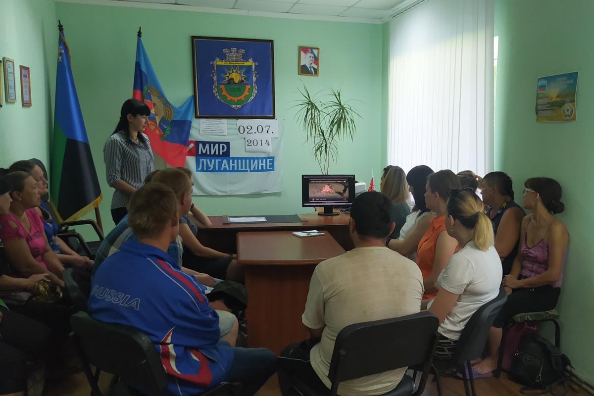 В городах и районах ЛНР почтили память жертв авиаударов по станциям Старая и Новая Кондрашевская 6