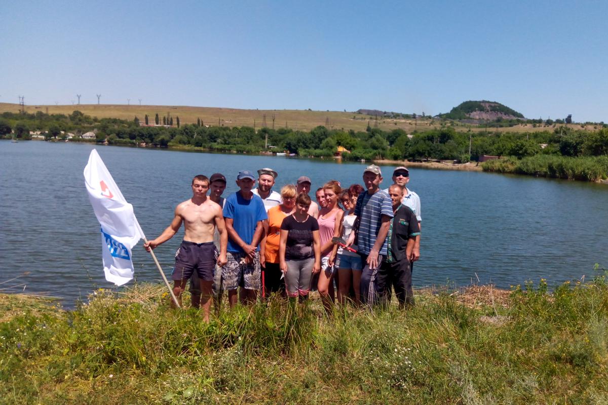 В Миусинске активисты расчистили прибрежную зону водохранилища