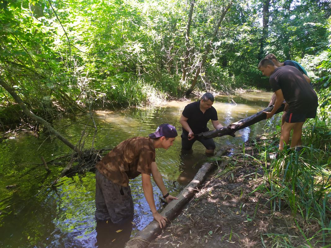 Активисты ликвидировали заторы на реке Миусик