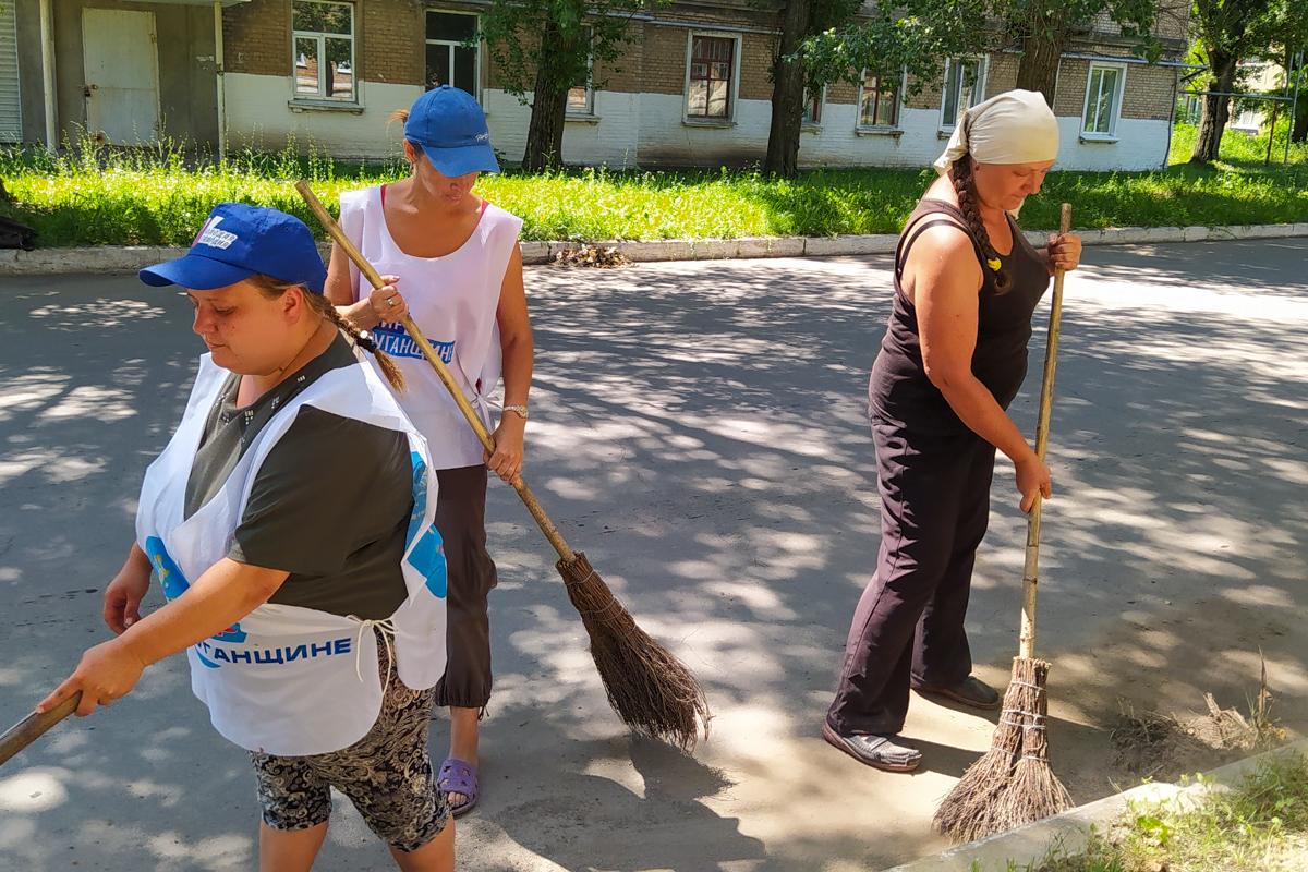 В городе Петровское активисты провели субботник