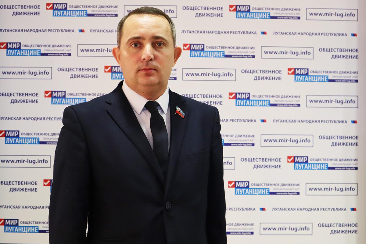 Андрей Губарев содействовал ремонту кровли многоквартирного дома в Стаханове