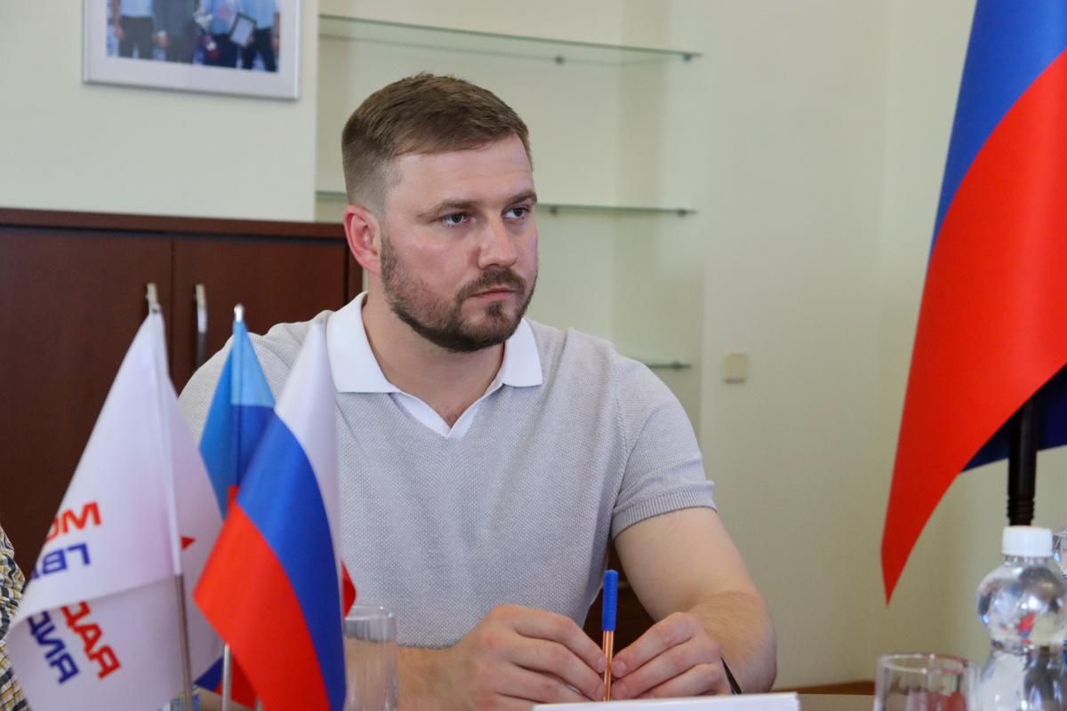 Встреча активистов проекта «Молодая Гвардия» с председателем «Молодой гвардии Единой России» прошла в Луганске 4