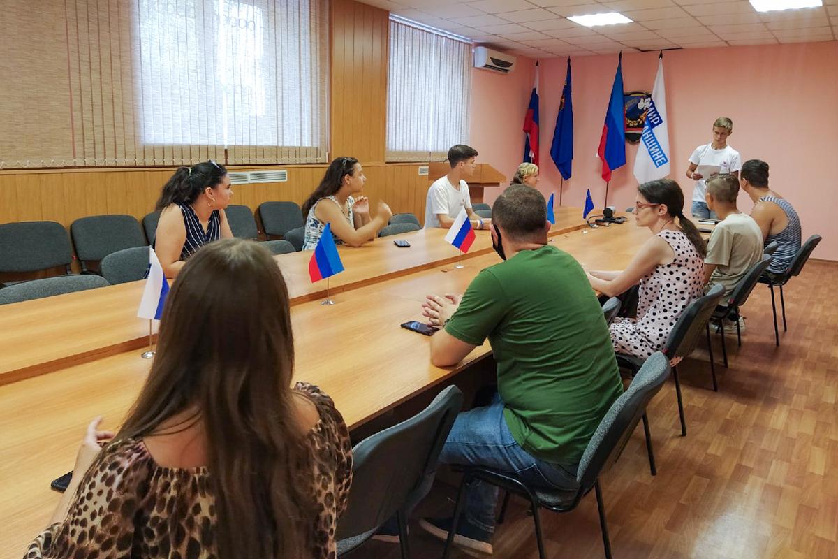 Молодёжь Перевальского района почтила память погибших от рук ВСУ в 2014 году 1