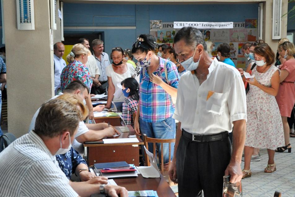 В Стаханове провели круглый стол и ярмарку вакансий