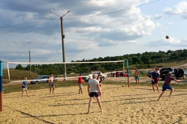 В Первомайске стартовал пятый ежегодный чемпионат по пляжному волейболу