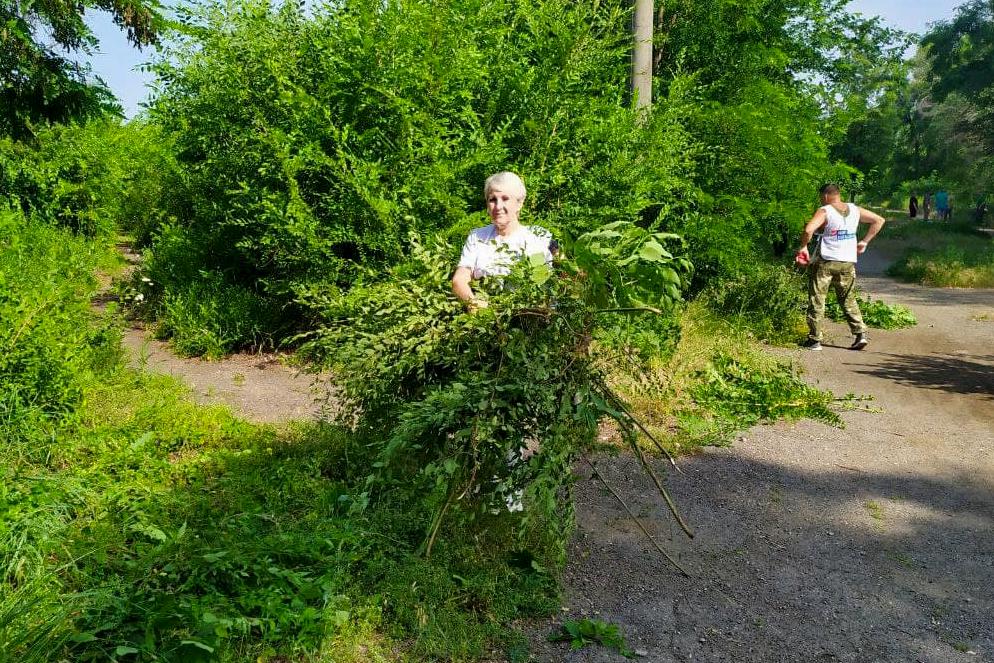 Активисты Славяносербска провели субботник