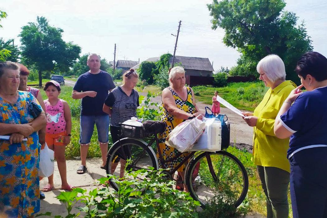Депутат и общественники провели встречу с жителями прифронтового села Пришиб Славяносебского района