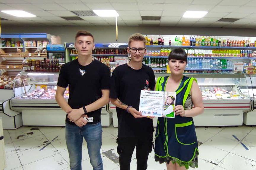 Активисты поздравили работников торговли с профессиональным праздником в Антраците