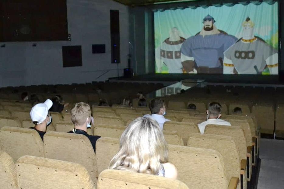 Бесплатный показ фильма в рамках проекта «Мир кино» состоялся в городе Ровеньки