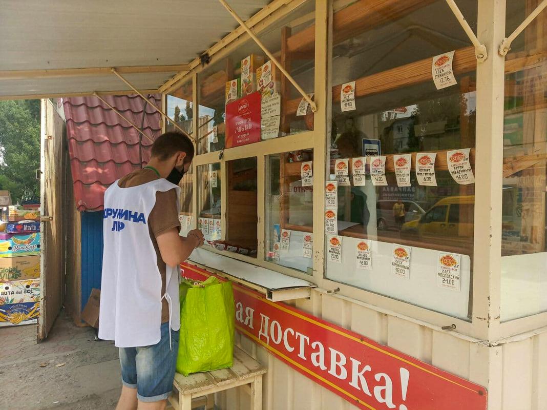 Волонтёры помогли жительнице Стаханова в рамках акции «Рука помощи»