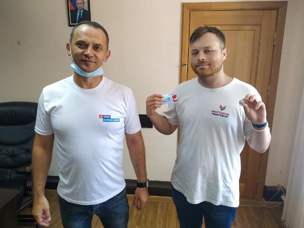 Активистам Свердловского теротделения торжественно вручили билеты участника