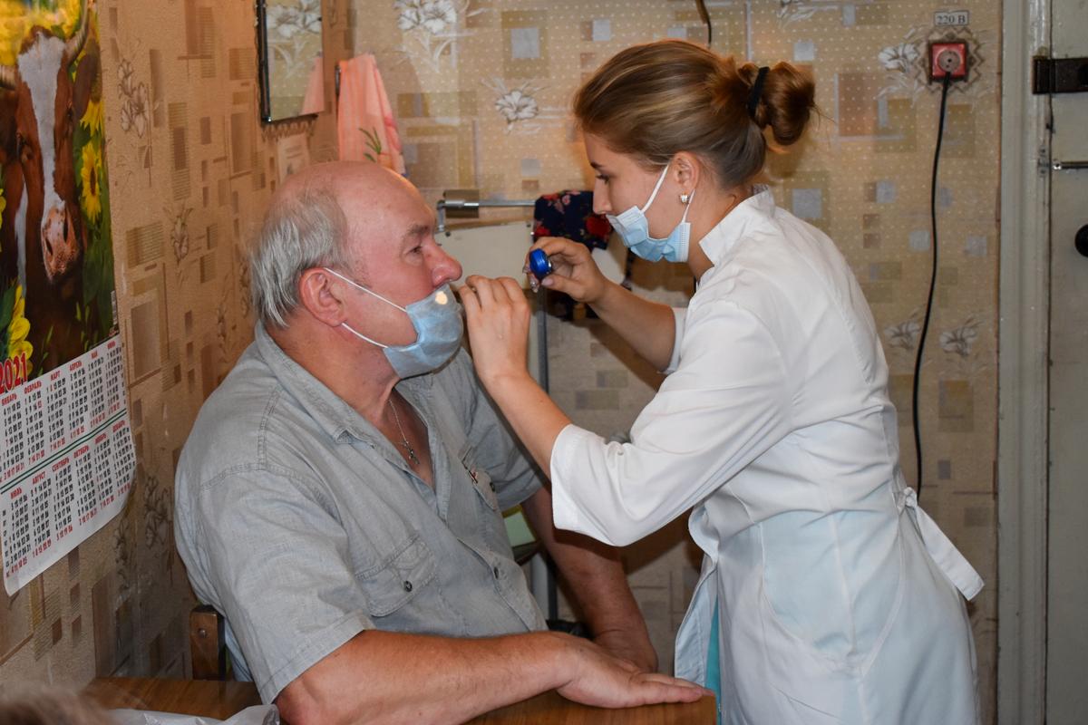 Бригада медиков из Луганска провела приём пациентов в жилом массиве Криворожье
